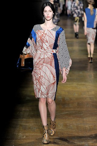 images/cast/10150089876537035=my job on fabrics x=dries van noten - Fall 2011 show -